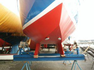 Das fertige Unterwasserschiff mit neuem Farbaufbau und Opferanoden